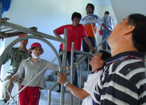 重建,從粉刷社區活動中心開始