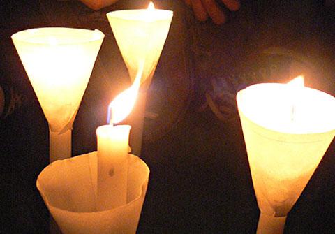 災後百日‧原民怒吼─高雄縣百日跨夜靜坐,燭光祈福