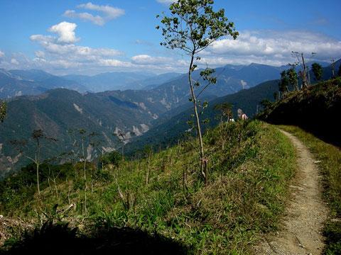 高雄縣的觀光遠景,必須建立在寶山村民的流離?