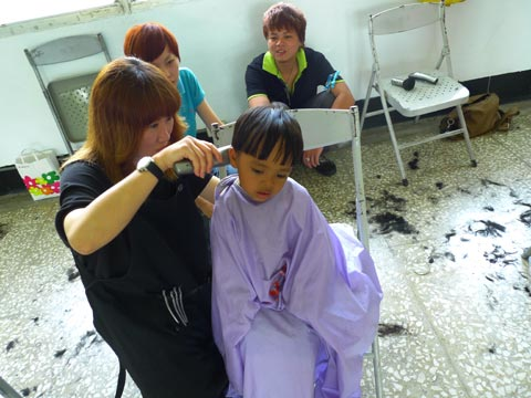 剪頭髮的人與落跑雞:大社生活重建計畫兩案例