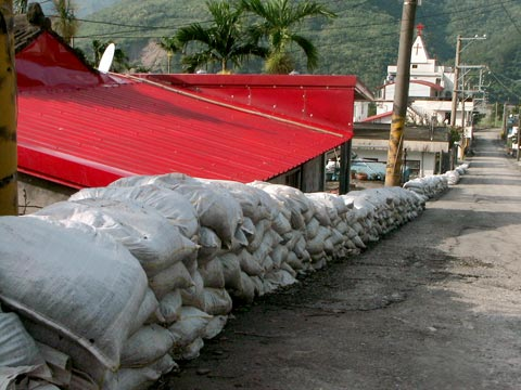 凡那比颱風中的愛國蒲部落:土石流進家園