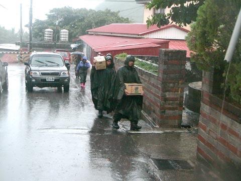 大雨不斷 大鳥族人撤村