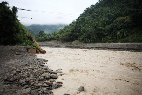 523大雨後,新美居民就得在此搭乘流籠進出,此次新美又成孤島,是否意味居民又得乘坐流籠了呢?