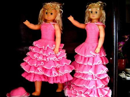 這兩套禮服,Ina說,她是用在南投工作時的下班時間做的,記不得花了多少時間才完成的