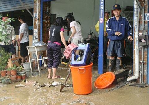 淹水、安置─屏東平原沿海地區的凡那比現場