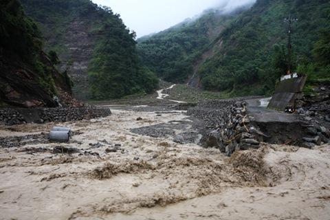 特富野通往達邦路段,河床一帶便道已被沖毀