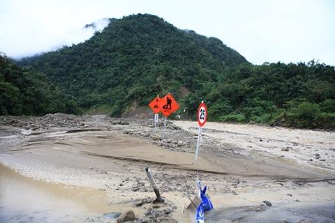 達娜伊谷河床便道已被沖毀