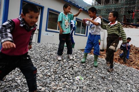 舟曲報告(5)孤兒與學童的現在與未來