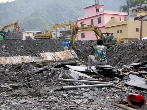 來義部落凡那比災後第11天:有乾淨飲水,珍貴文物搶救中。