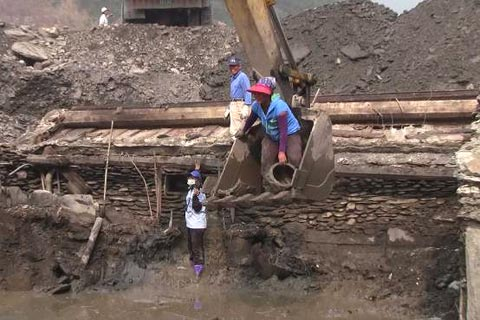 凡那比災後18天─來義搶救排灣族文物,挖掘容易「保存」難