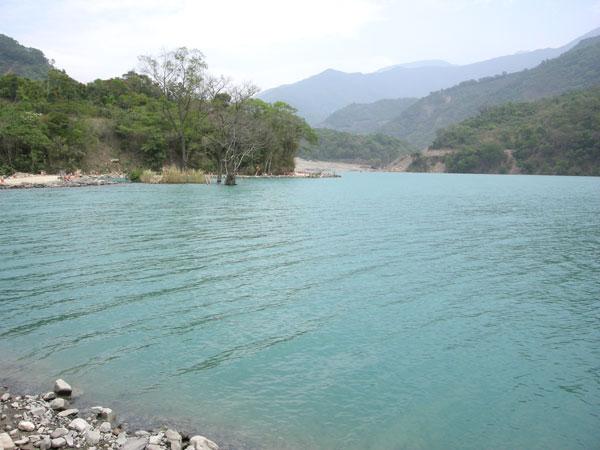 汛期之前(1)堰塞湖有監測,無預警機制?