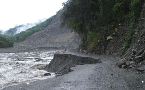 汛期之初的桃源:不穩的削山便道、停電與危村(1)