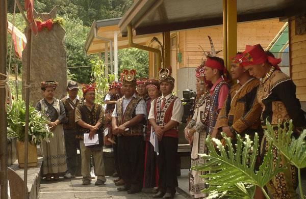 好茶部落真正的入住儀式:Druluane Kucapungane魯魯安頭目家族 立柱安石