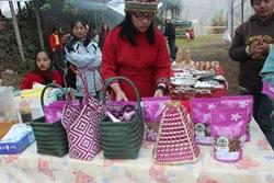IMG_5024手工蔗糖與編織品也是來吉特產