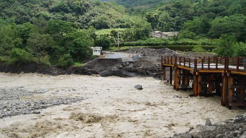 梅雨到 達卡努娃成孤島 一工程人員受困獲救