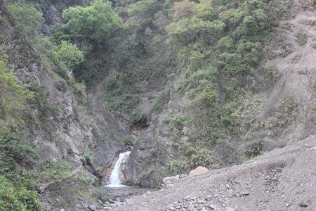 IMG_7630風災前這邊在下雨後就形成瀑布深潭,出水量大