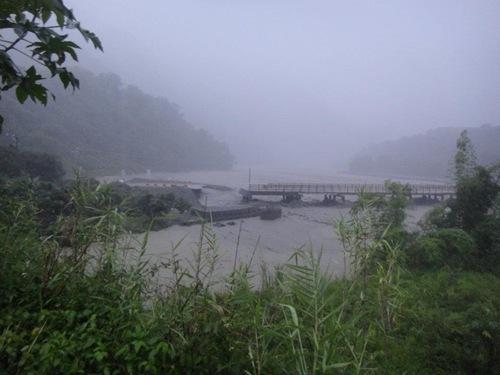 E復興鋼便橋已經被水沖斷