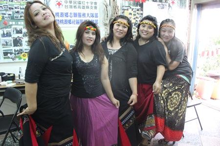 IMG_4606梳妝完成的婦女組夥伴們