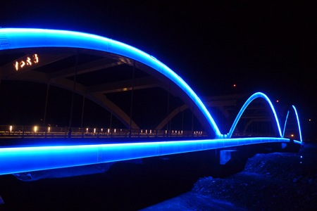 全台灣最大座的LED燈橋,夜晚的美麗光芒