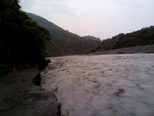早晨五點多,溪底便道復興端100k處景象(謝傳福攝)
