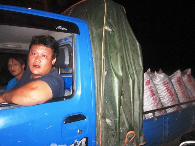 Lakus不眠夜:溪函管搶通農人連夜送貨,紅肉李價創新低
